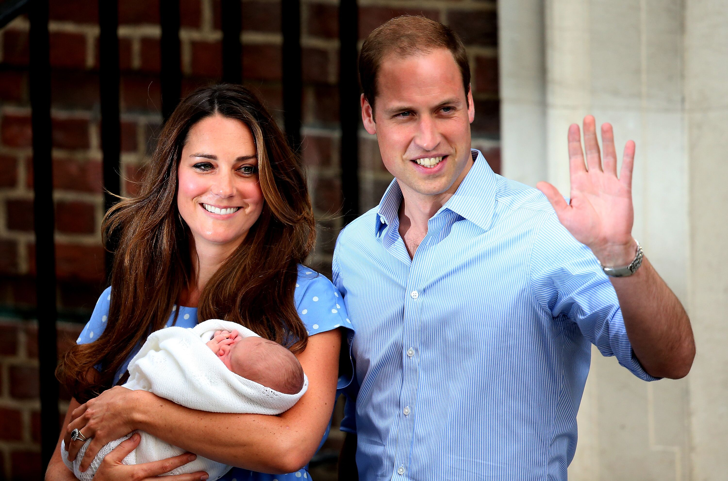 Prince William, Duke of Cambridge and Catherine, Duchess of Cambridge, depart The Lindo Wing with their newborn son. | Source: Getty Images