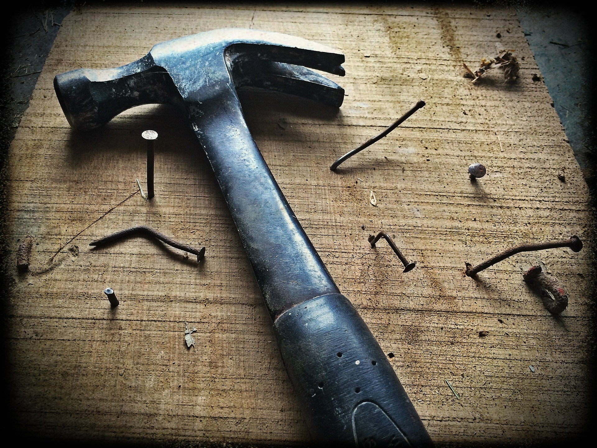It all had to do with the hammer! | Photo: Pixabay/Andy Gries