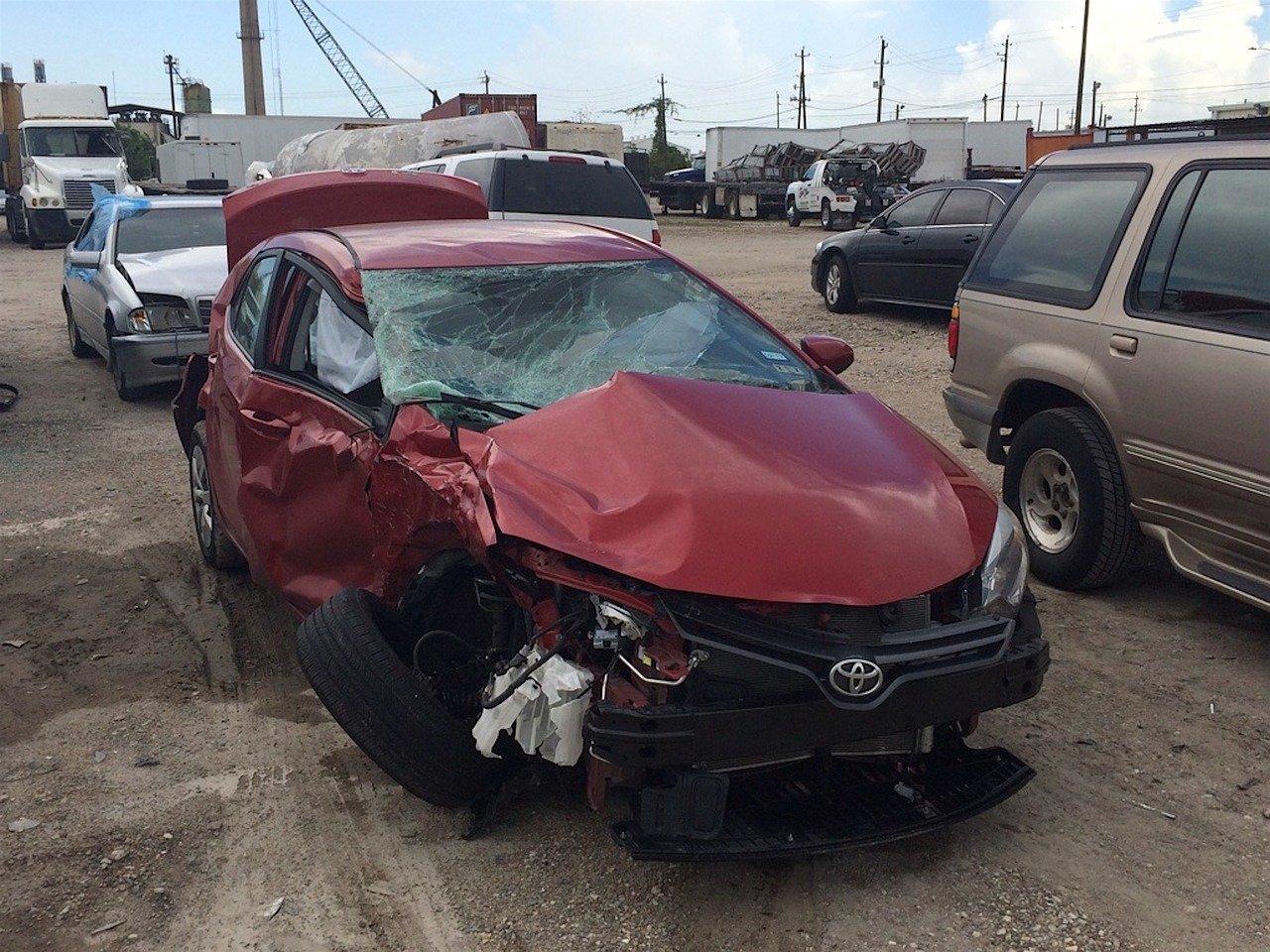 Une voiture détruite lors d'un accident. | Photo : Pixabay