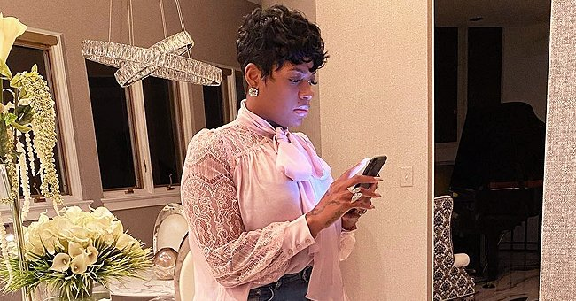 Fantasia Is the Epitome of Class in a Pink Blouse, Matching High-Heels & Ripped Jeans (Photo)