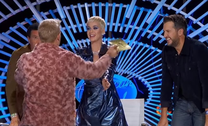 American Idol' Contestant with Magical Voice Comes out as