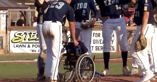 Brenden Lowery in a wheelchair with the baseball team Kalamazoo Growlers│Source: Facebook/kzoogrowlers
