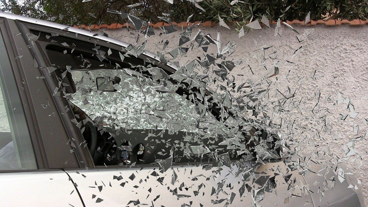 Car accident broken glass | Source: Pixabay