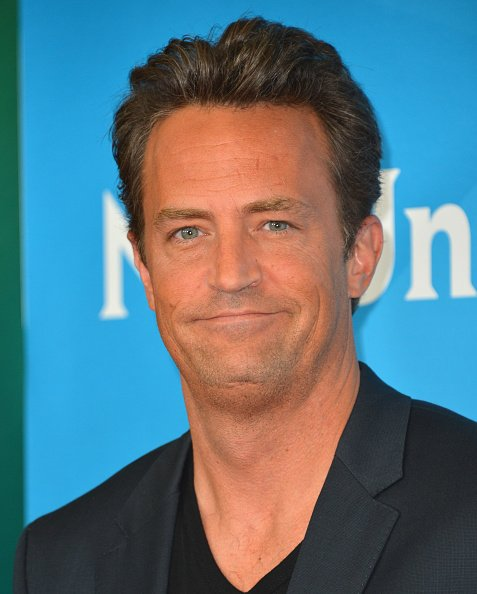 El actor Matthew Perry asiste a NBC Universal's 2012 Summer TCA Tour en el Beverly Hilton Hotel el 24 de julio de 2012 en Beverly Hills, California. | Fuente: Getty Images