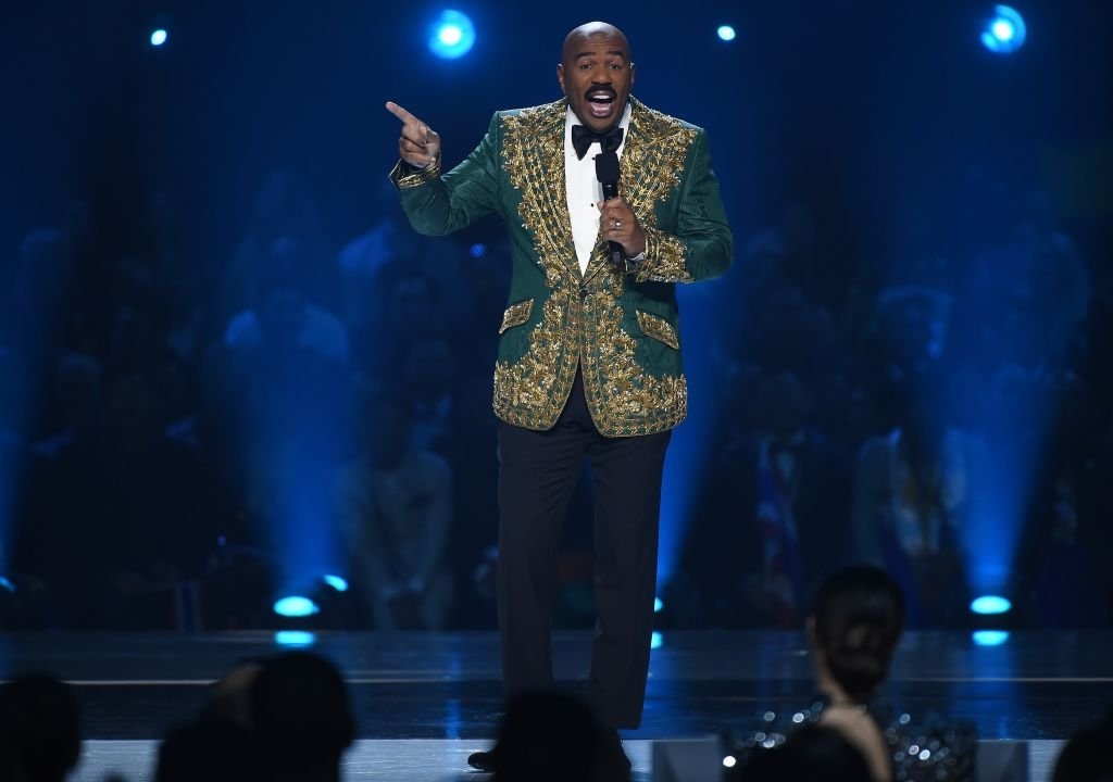 Host Steve Harvey at the 2019 Miss Universe competition | Photo: Getty Images