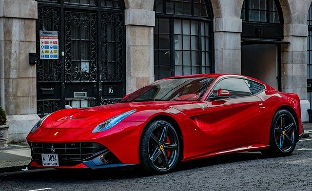 A red Ferrari in the streets | Photo: Pixabay