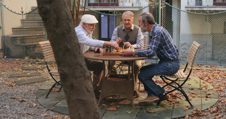 Three old men playing chess | Photo: Shutterstock