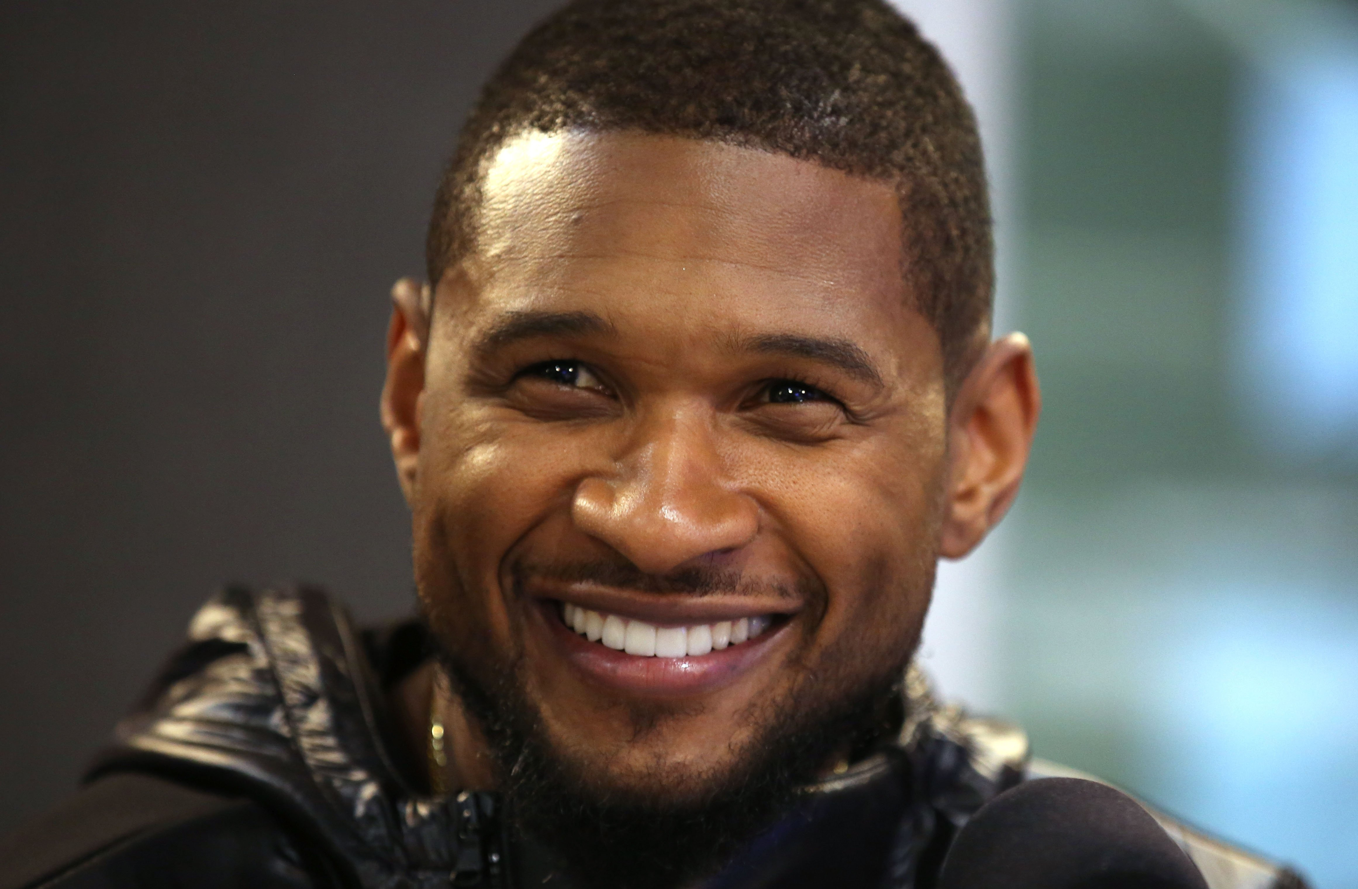 Usher visits Kiss FM Studio in London, England on December 17, 2014. | Photo: Getty Images