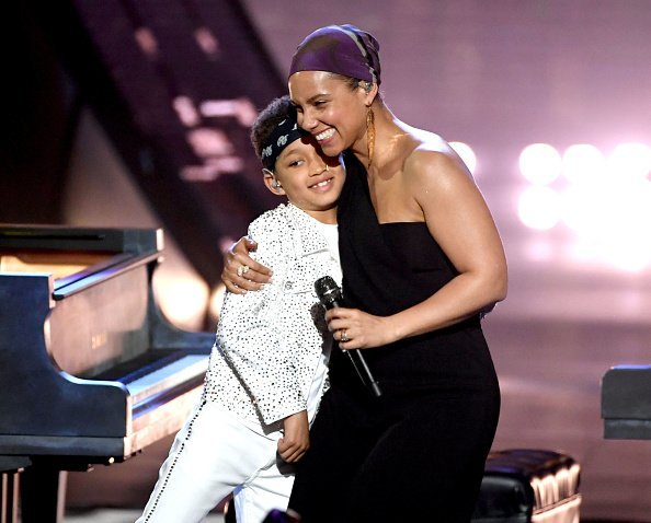 Alicia Keys and her son Egypt Daoud Dean at the 2019 iHeartRadio Music Awards on March 14, 2019 | Photo: Getty Images