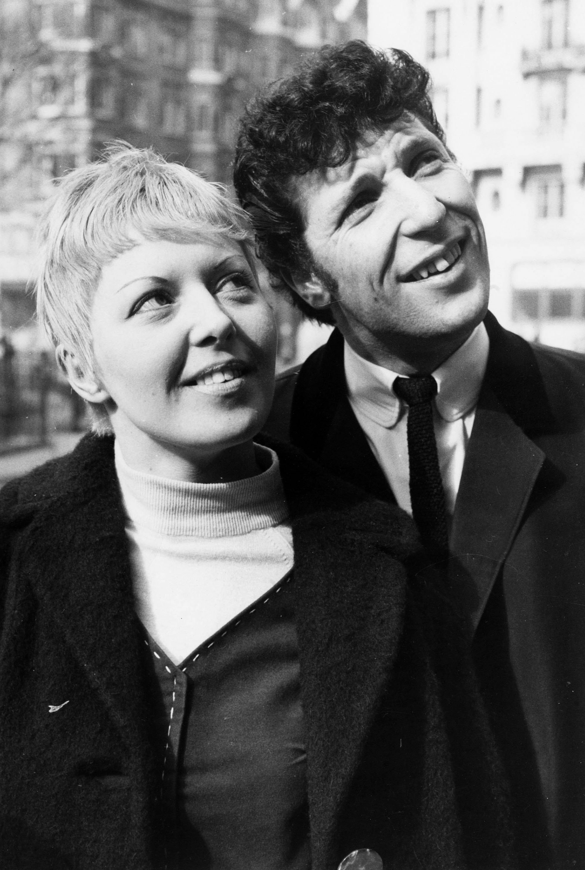 Junger Tom Jones und seine Frau Melinda, 1965 | Quelle: Getty Images