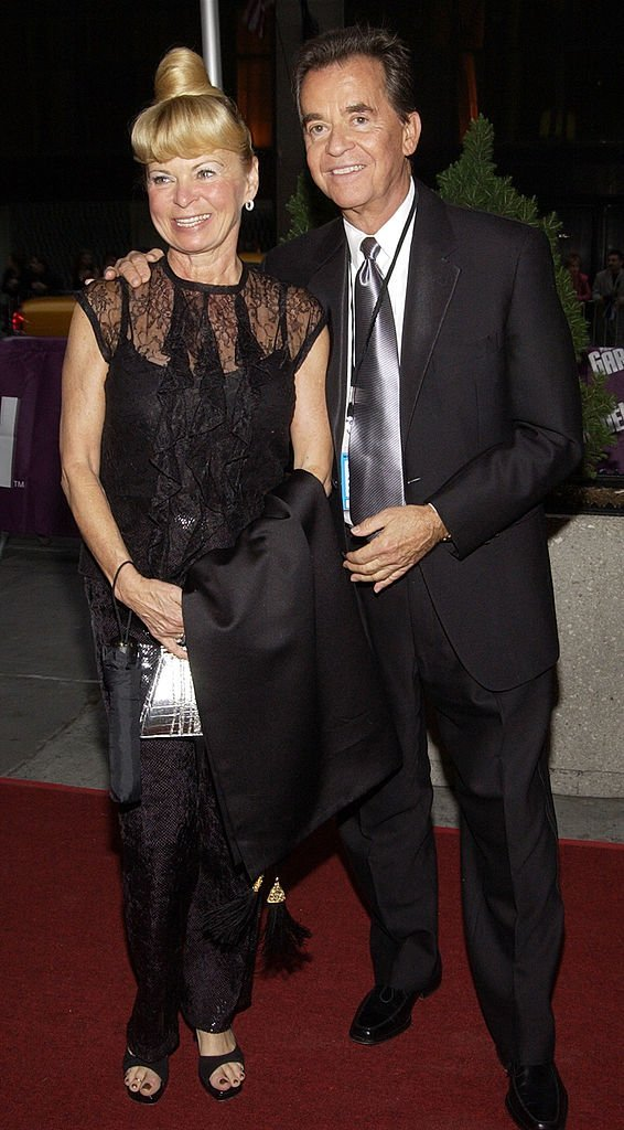 Dick Clark and his wife Kari Wigton arrive on May 17, 2002 for the 29th Annual Daytime Emmy Awards | Photo: GettyImages