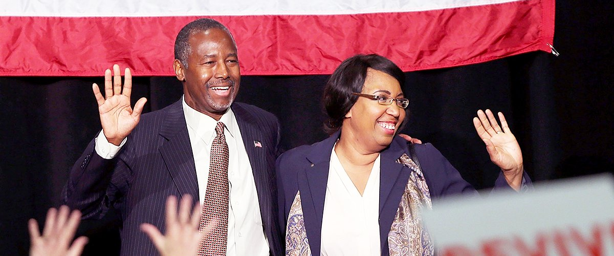 Dr. Ben Carson and his wife Candy during campaign rally on September 22, 2015 | Photo: Getty Images