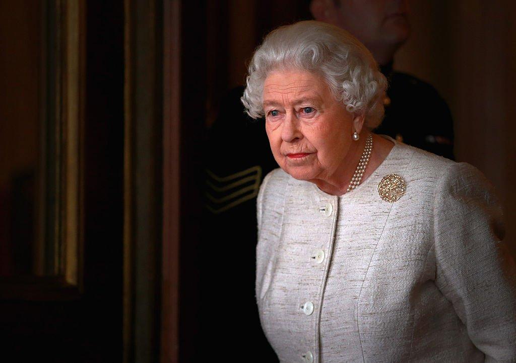 Queen Elizabeth II prepares to greet Kazakhstan President Nursultan Nazarbayev at Buckingham Palace   Photo: Getty Images