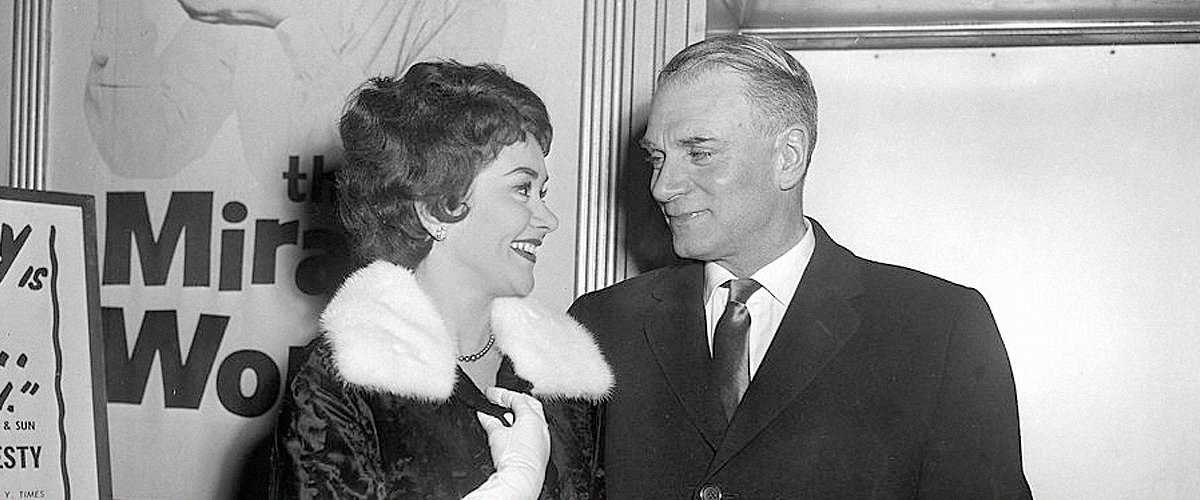 Sir Laurence Olivier and his new wife English actress Joan Plowright pose for a picture in March 1961 in London. | Photo: Getty Images
