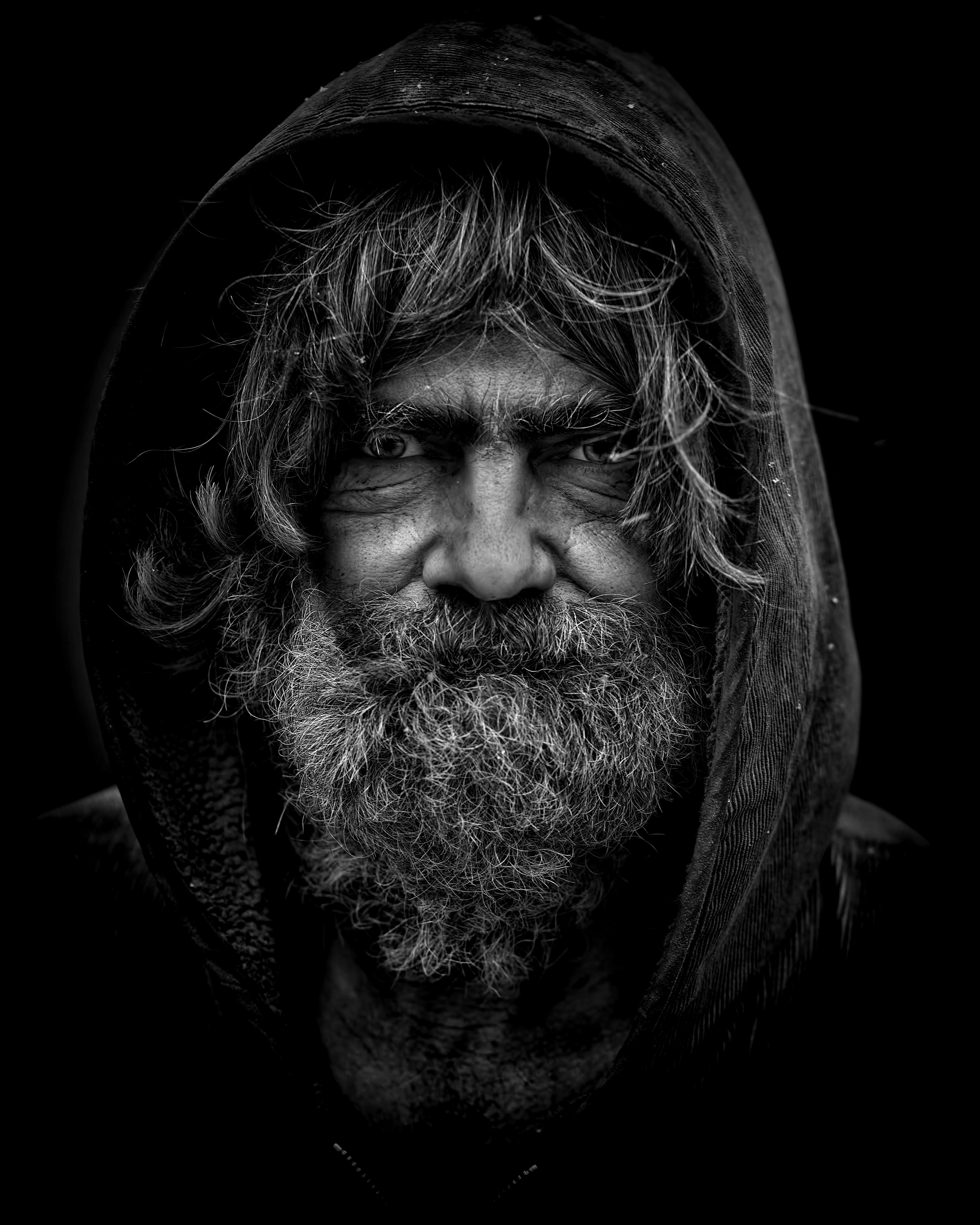 Pictured - An old man with beard wearing a hoodie | Source: Pexels