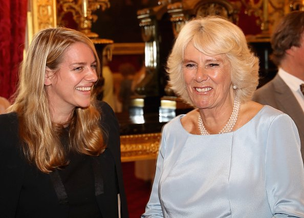 La duchesse Camilla rit avec sa fille Laura Lopes au St James Palace, le 12 juillet 2016 à Londres, en Angleterre.  | Photo : Getty Images
