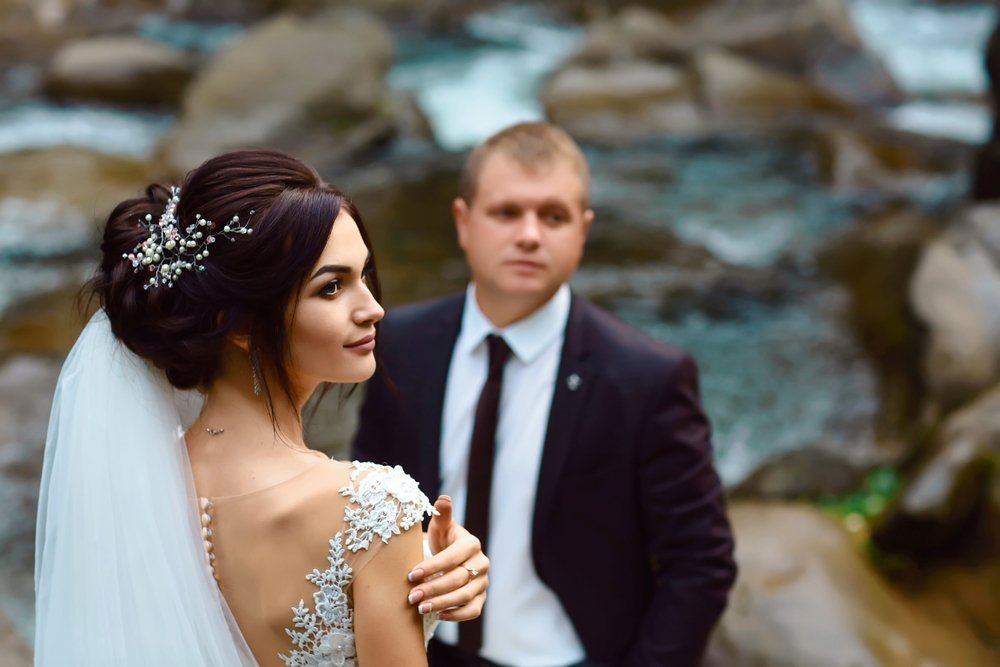 Bride and groom near waterfall | Photo: Shutterstock