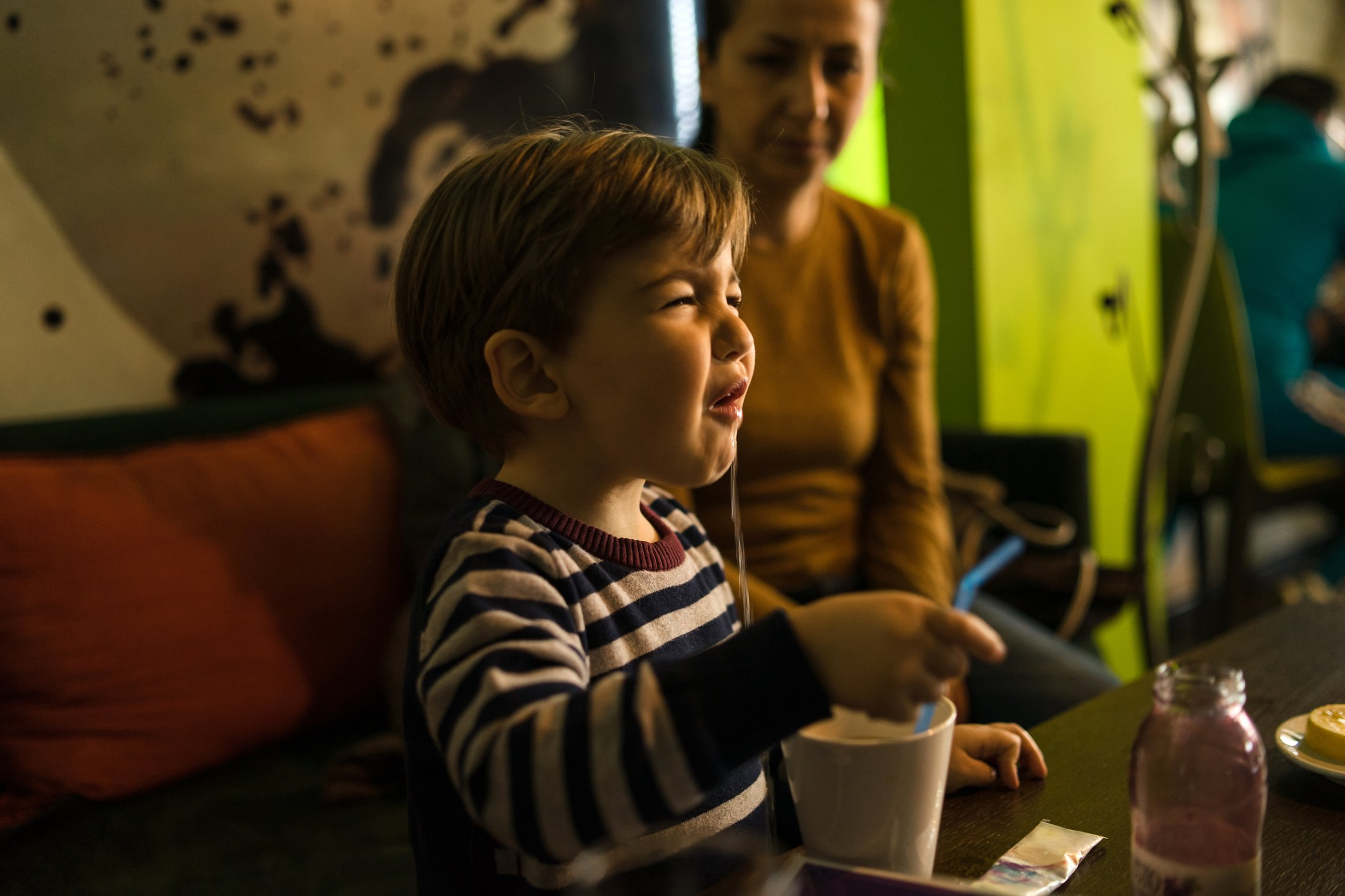 Mother watches impatiently as her baby boy bawls in a restaurant | Photo: Getty Images