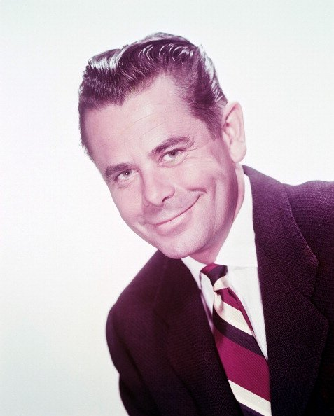 Glenn Ford posing for a photo.| Photo: Getty Images.