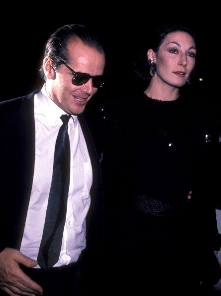 """Jack Nicholson and Anjelica Huston attend the premiere of """"Terms Of Endearment"""" 