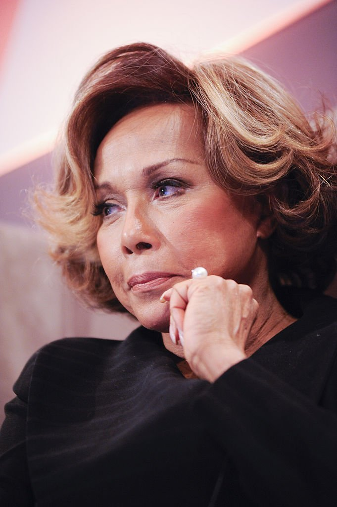 Diahann Carroll speaks during cocktails and dinner for Leading Women Defined at Ritz Carlton Hotel | Photo: Getty Images
