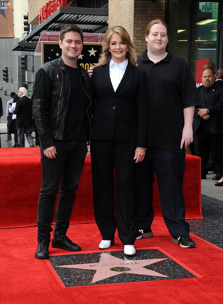 Deidre Hall and her sons, David and Tully, on May 19, 2016 in Hollywood, California | Source: Getty Images