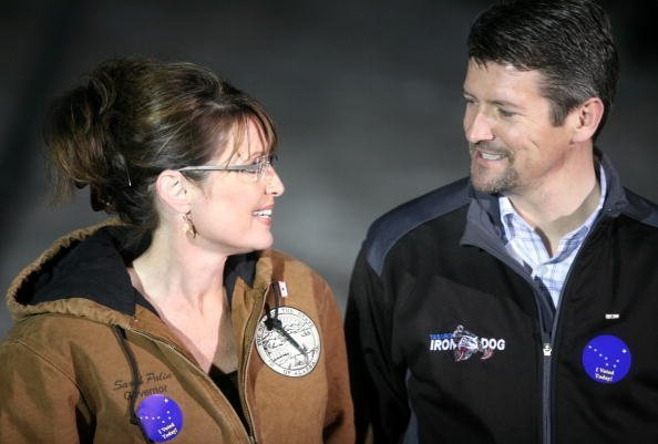 Sarah Palin and her husband Todd Palin while speaking with members of the media after casting their votes November 4, 2008 | Photo: Getty Images