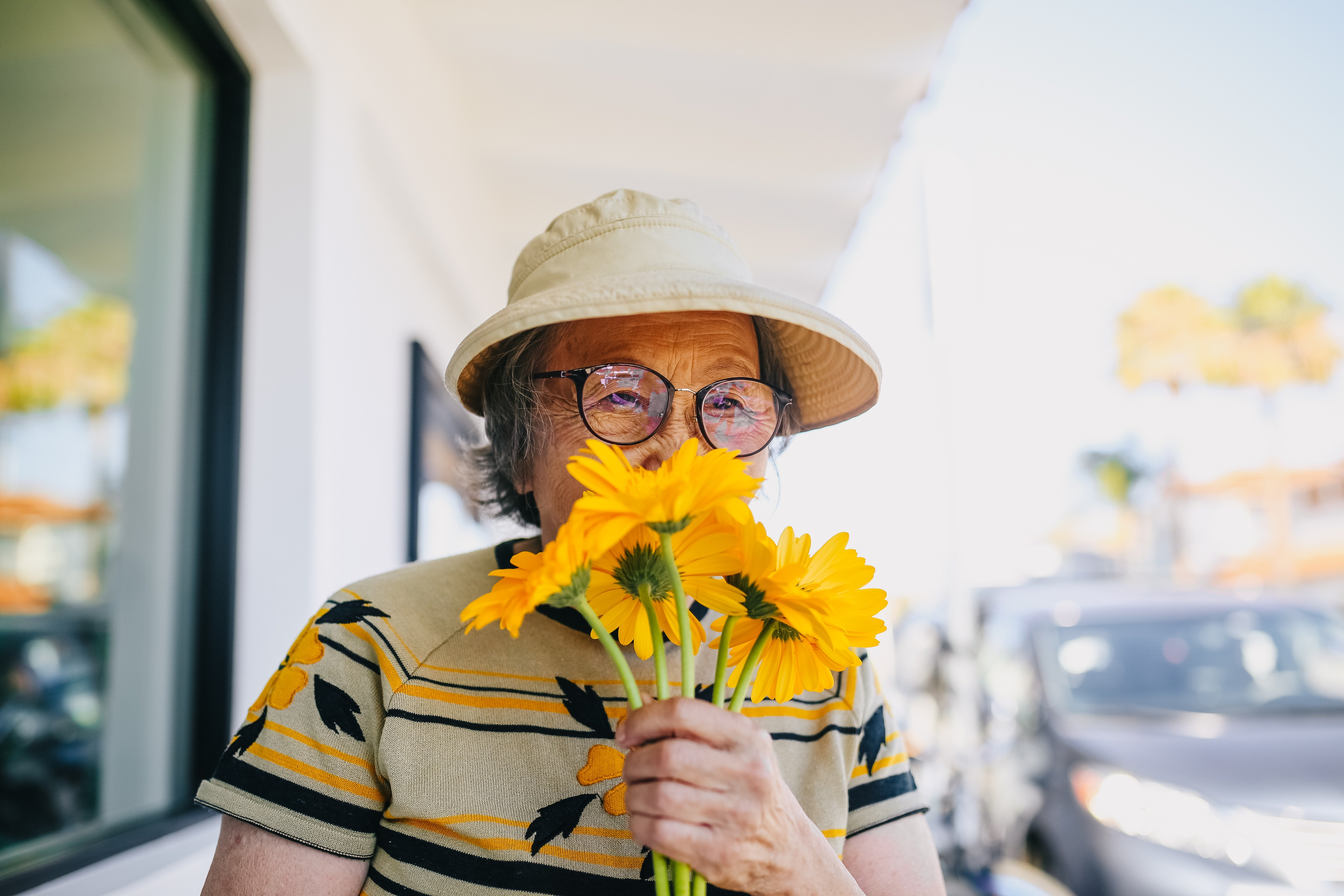 I was shocked to see Mrs. Rose at the hospital with a bouquet   Photo: Pexels