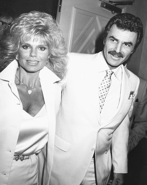 Burt Reynolds and Loni Anderson at the Roosevelt Hotel, Los Angeles, March 27, 1987. | Photo: Getty Images