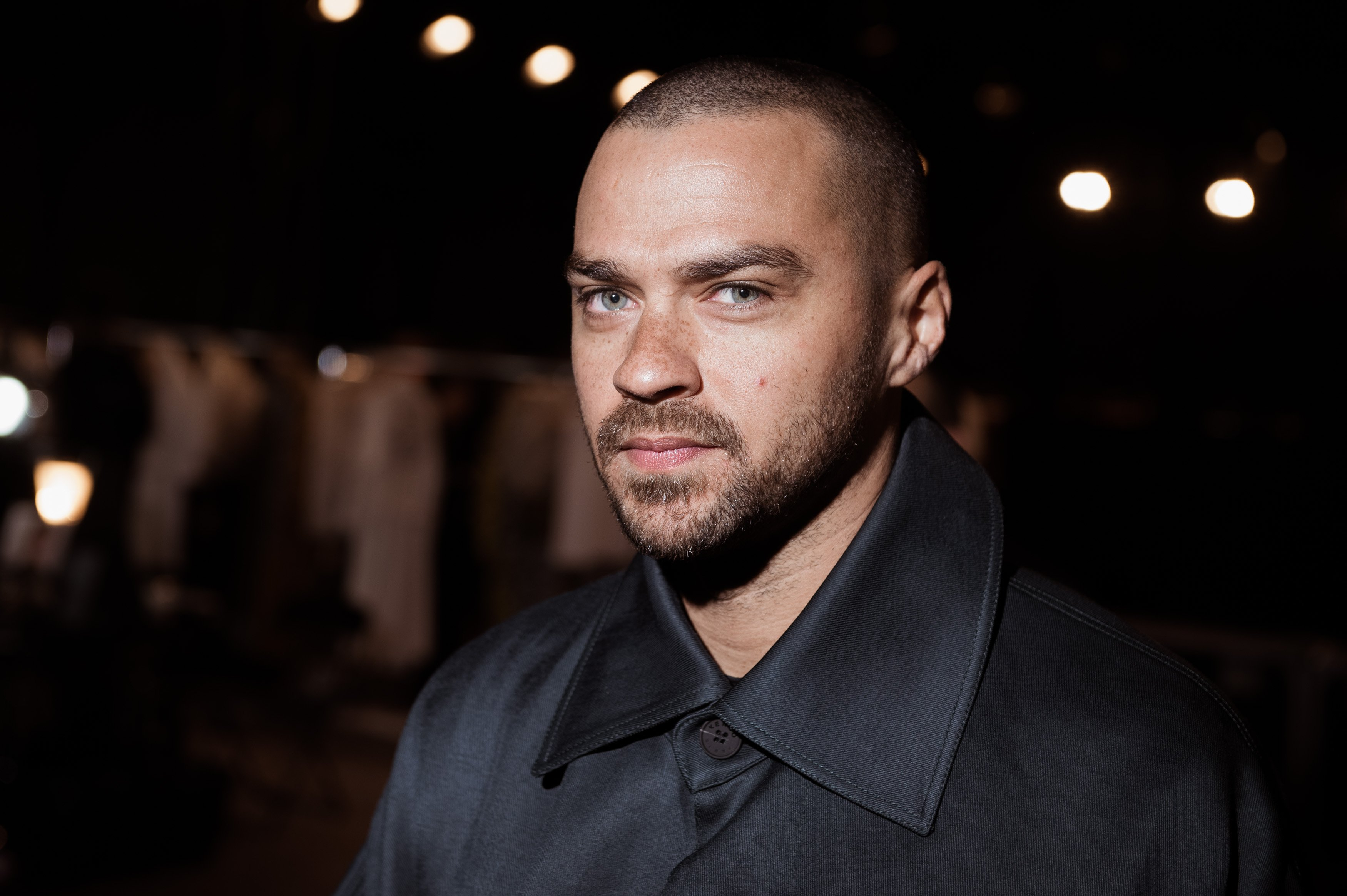 Jesse Williams at a Paris Fashion Week Show in France on Jan. 22, 2017 | Photo: Getty Images
