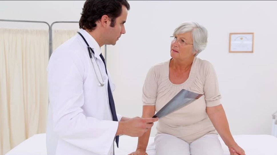 Doctor with Patient | Photo: Shutterstock