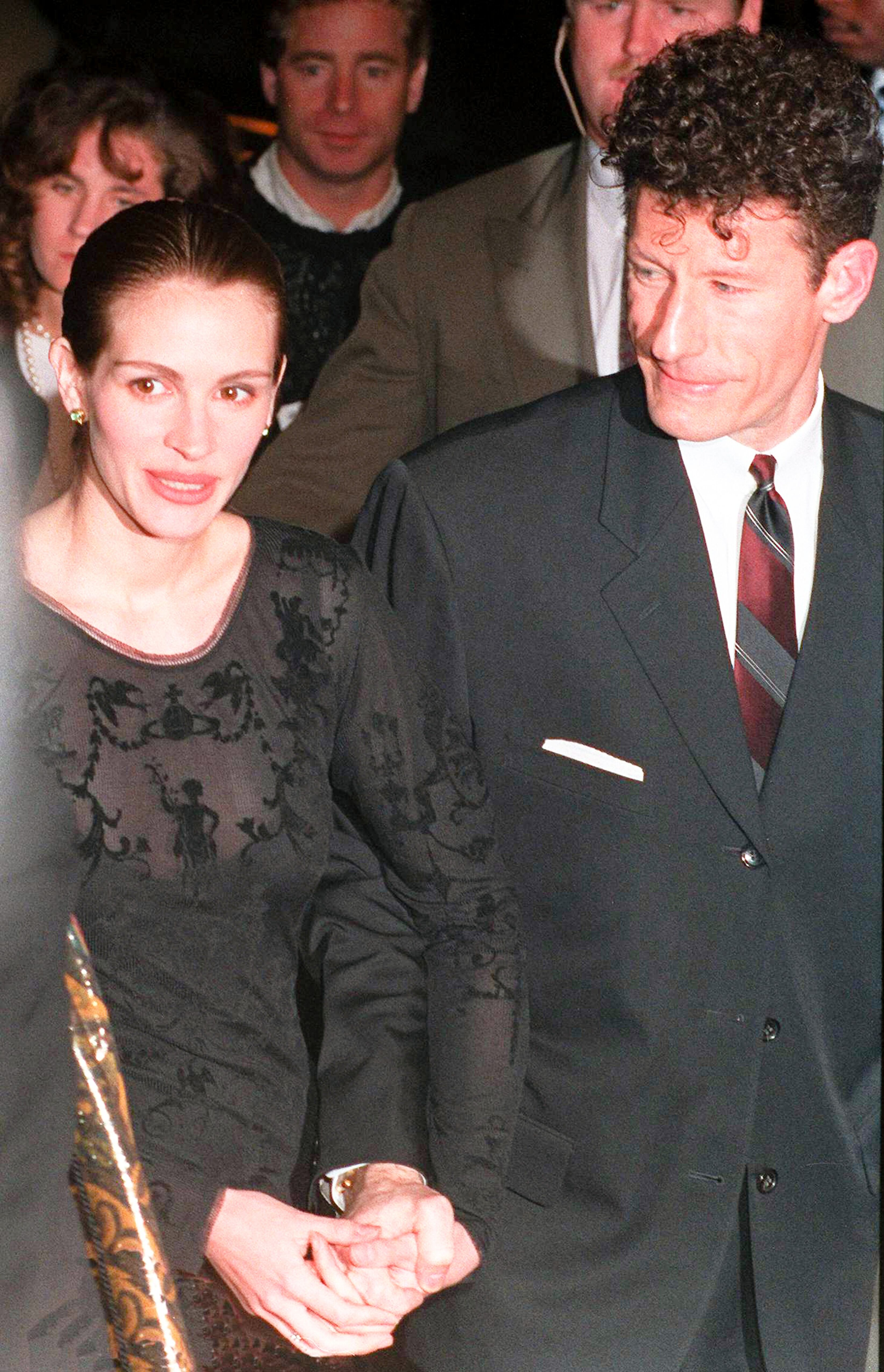 Julia Roberts with her husband, country singer and songwriter Lyle Lovett, circa 1993. | Source: Getty Images