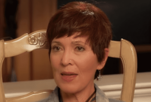 Linda Boone speaking in an interview. | Photo: YouTube/The 700 Club