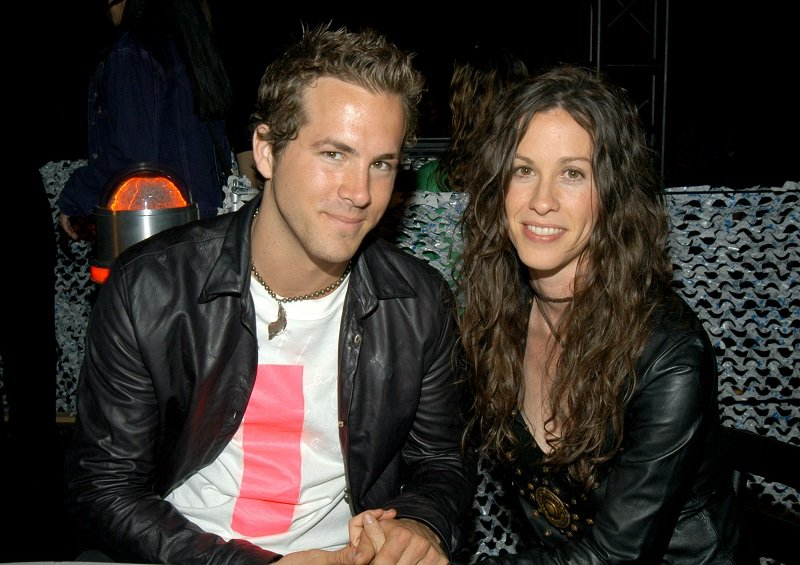 Ryan Reynolds and Alanis Morissette at the MTV Movie Awards on May 31, 2003 | Photo: Getty Images