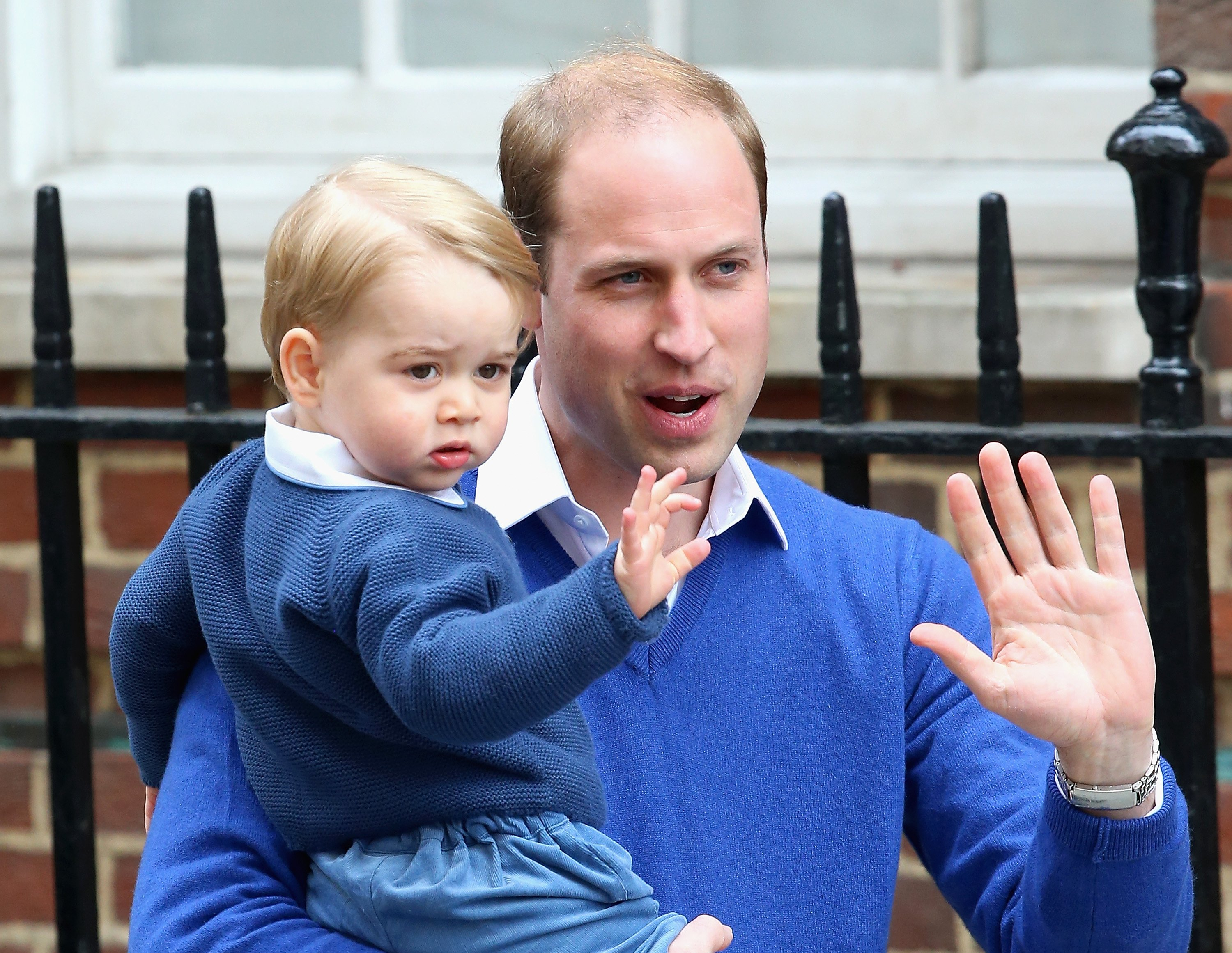 Prince William and Prince George identically dresses as they arrive at St Mary's Hospital on May 2, 2015, in London, England. | Source: Getty Images.