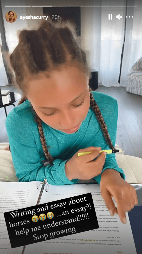 Riley Curry doing her essay homework. | Photo: Instagram/@ayeshacurry