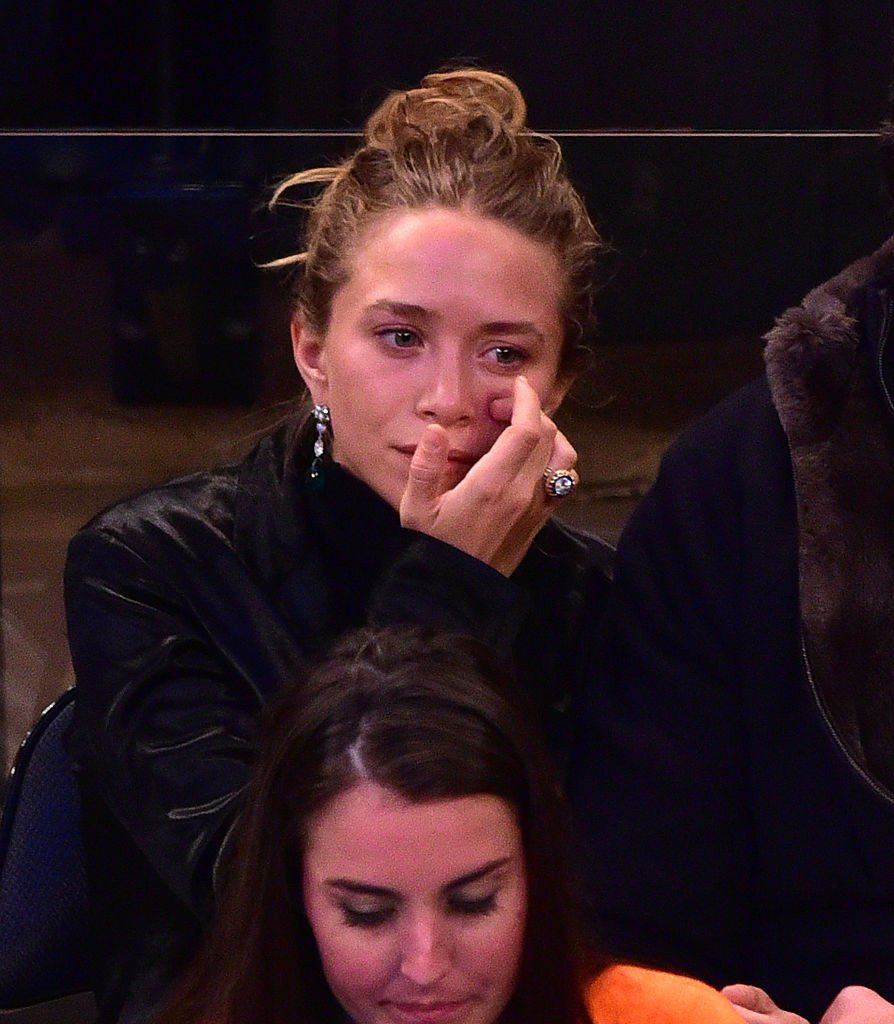 Mary-Kate Olsen attends San Antonio Spurs vs New York Knicks game at Madison Square Garden on March 17, 2015 in New York City | Photo: Getty Images