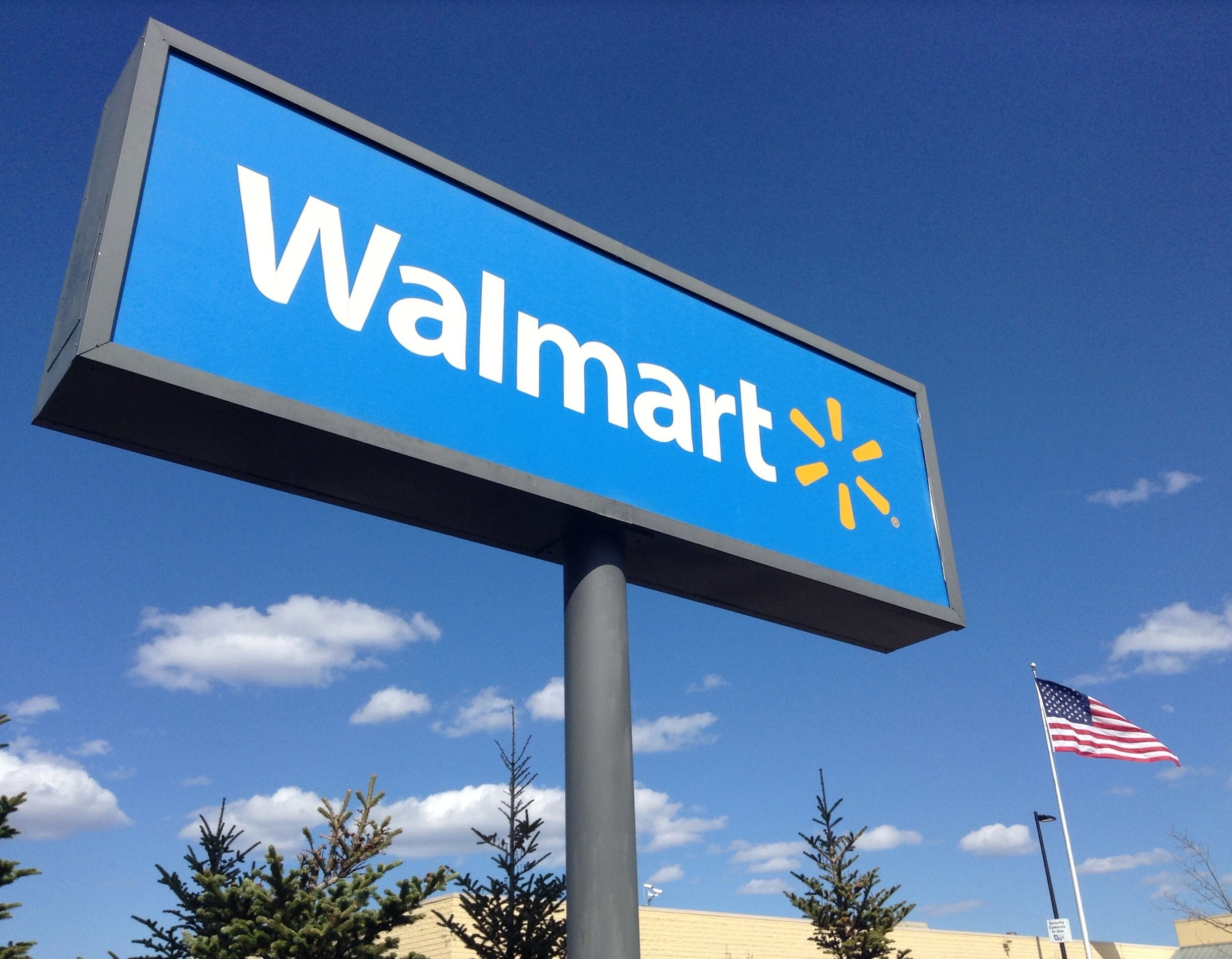 Walmart Store sign uploaded on April 24, 2014 Photo: Wikimedia