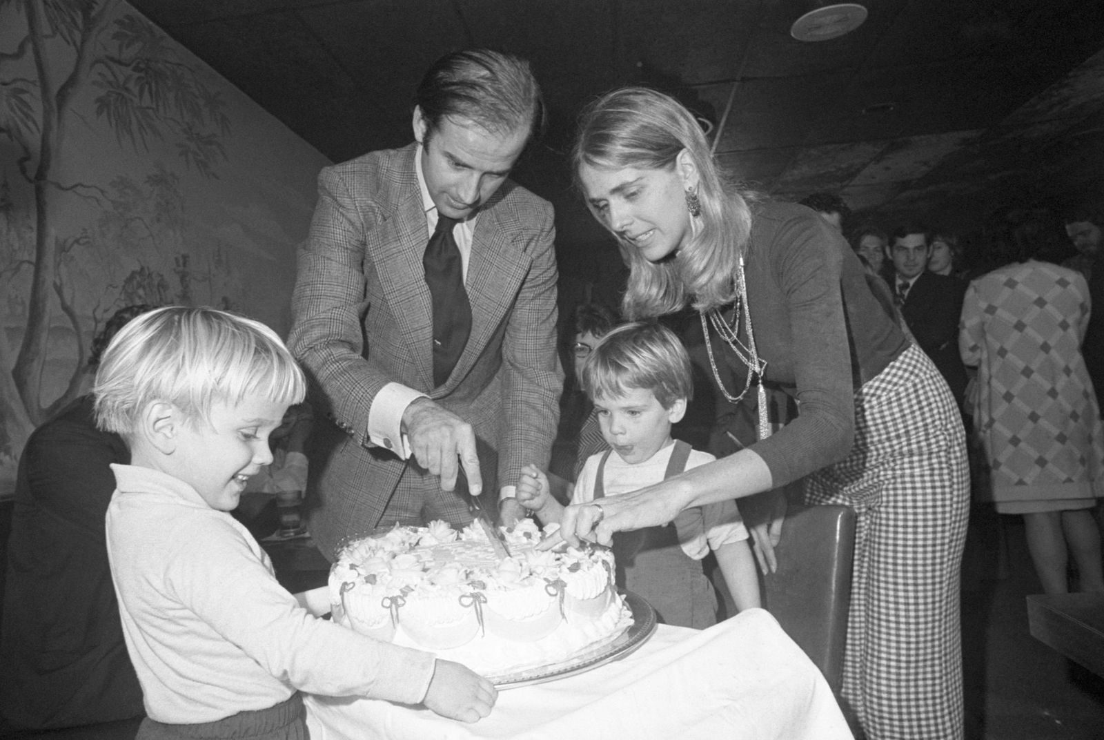 Joe Biden with late wife Neilia and sons Hunter and Beau celebrating his 30th birthday at a party in Wilmington | Photo: Bettmann/Getty Images