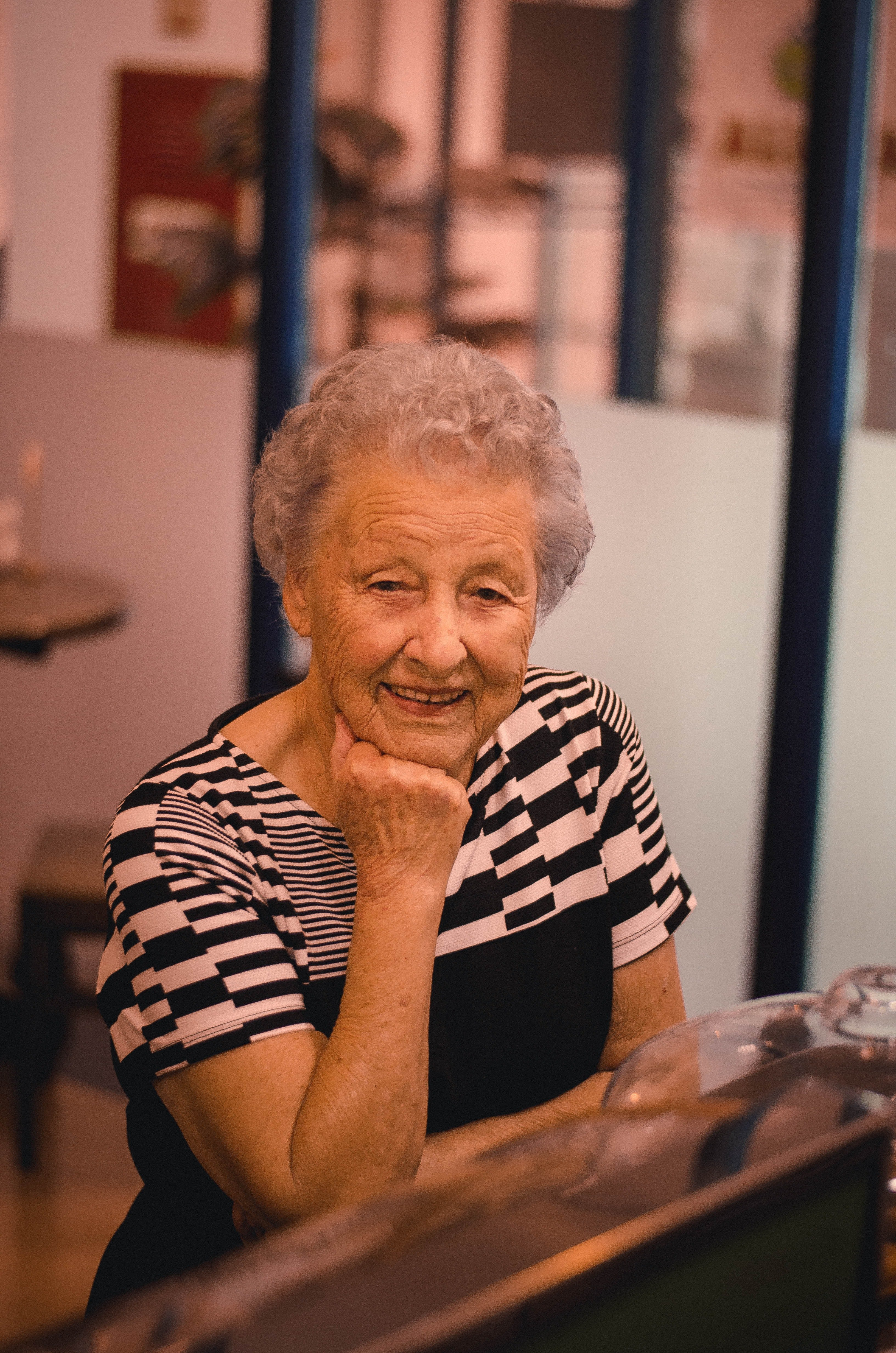 Photo of a smiling old woman | Photo: Pexels