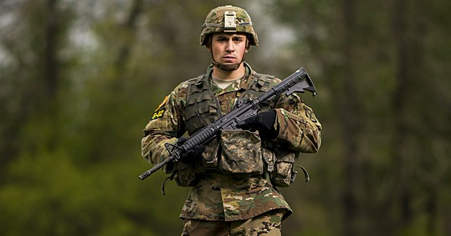 A soldier holding a combat rifle | Photo: Flickr