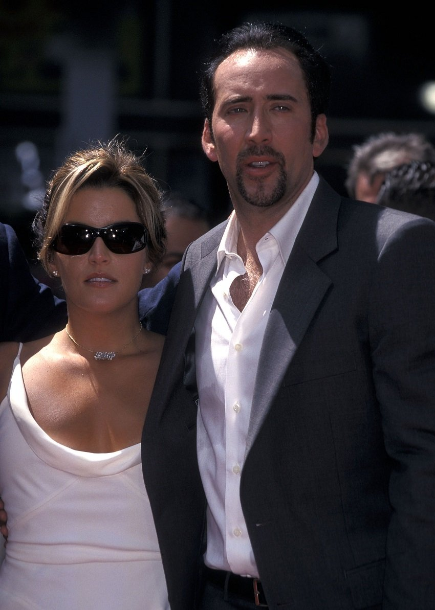 Lisa Marie Presley and Nicolas Cage on August 14, 2001 at Grauman's Chinese Theatre in Hollywood, California | Photo: Getty Images