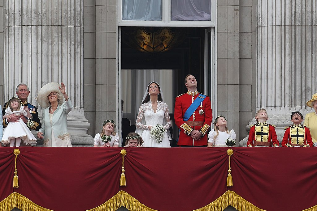Prince William, Kate Middleton with family and their pageboys and bridesmaids on the balcony of Buckingham Palace. | Photo: Getty Images