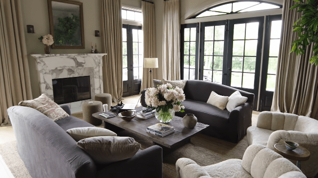 Jessica Alba's home: living room   Photo: YouTube/Architectural Digest