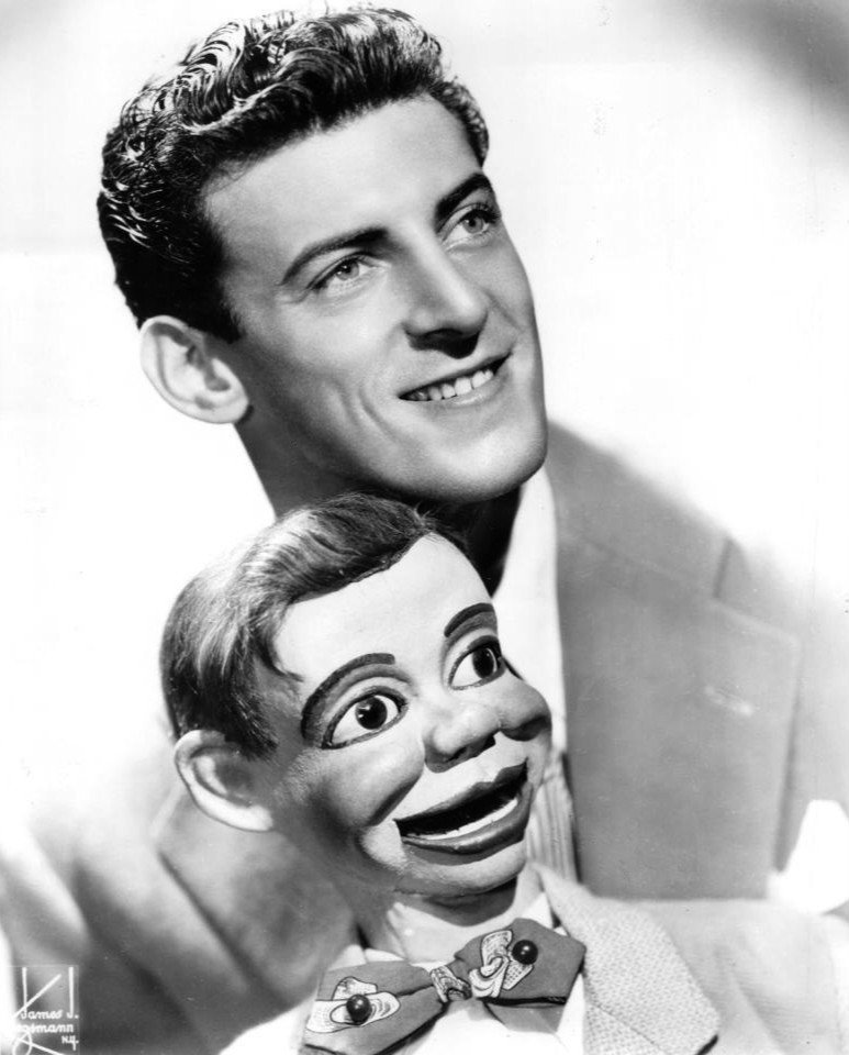 Ventriloquist Paul Winchell with Jerry Mahoney publicity photo, 1951 | Photo: Wikimedia Commons Images