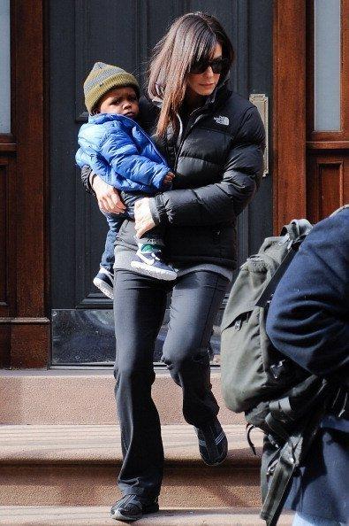 Sandra Bullock und ihr Kind | Quelle: Getty Images