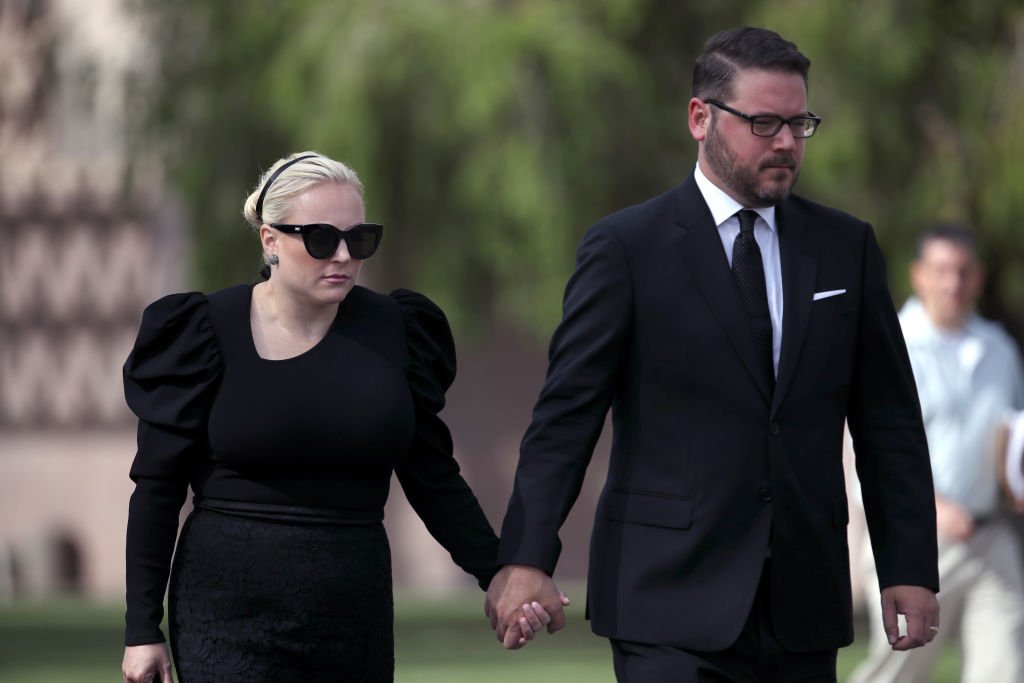 Meghan McCain walks with her husband Ben Domenech as the casket of U.S. Sen. John McCain leaves the Arizona State Capitol to go to a memorial service at the North Phoenix Baptist Church. | Photo: Getty Images