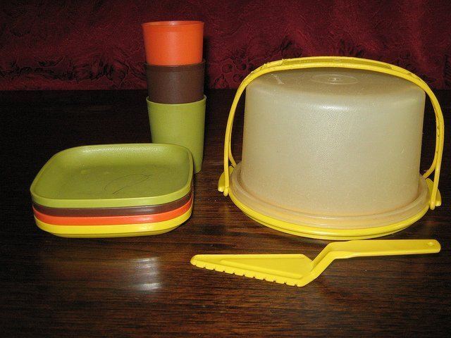 A set of Tupperware. | Source: Flickr
