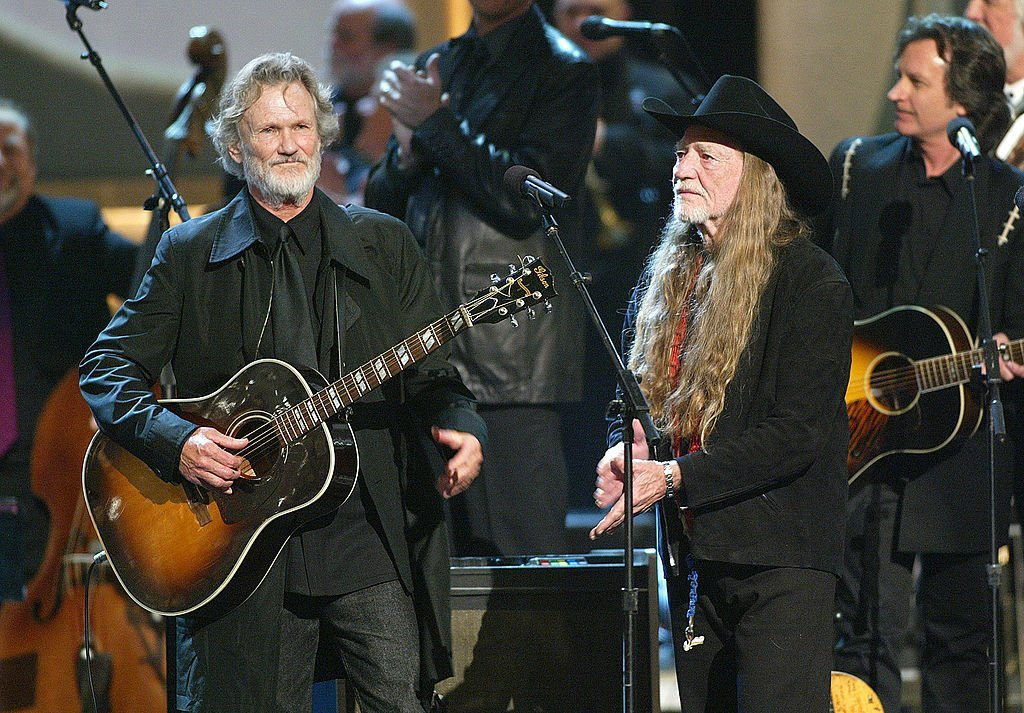 Kris Kristofferson and Willie Nelson on stage together for a Johnny Cash tribute at the 37th Annual CMA Awards at the Ole Opry House in Texas in 2003 | Photo: Getty Images