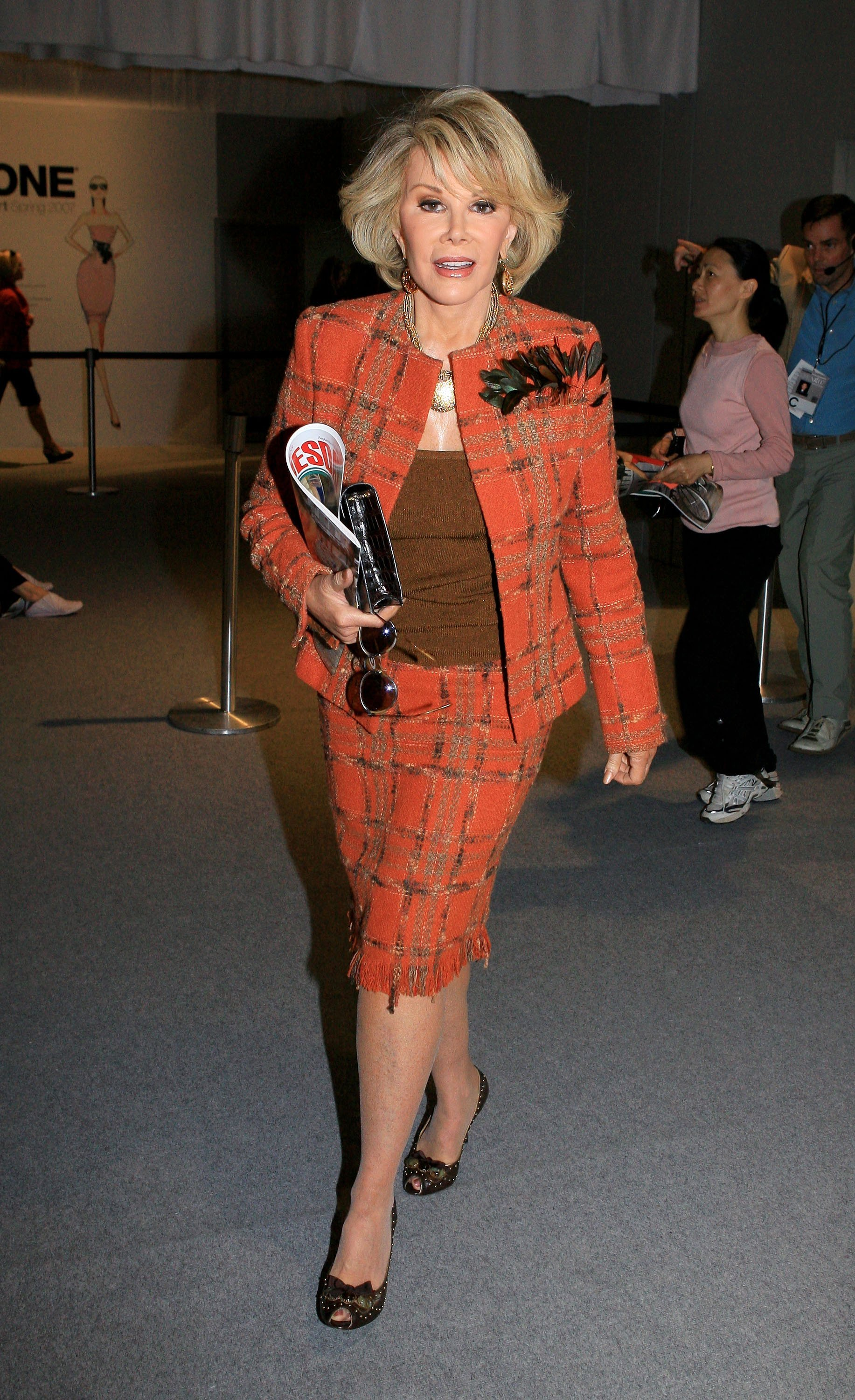 Joan Rivers poses during Olympus Fashion Week in New York City on September 12, 2006 | Photo: Getty Images
